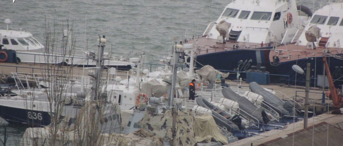 Окупанти в Керчі замаскували захоплені в листопаді кораблі ВМС України. ФОТО