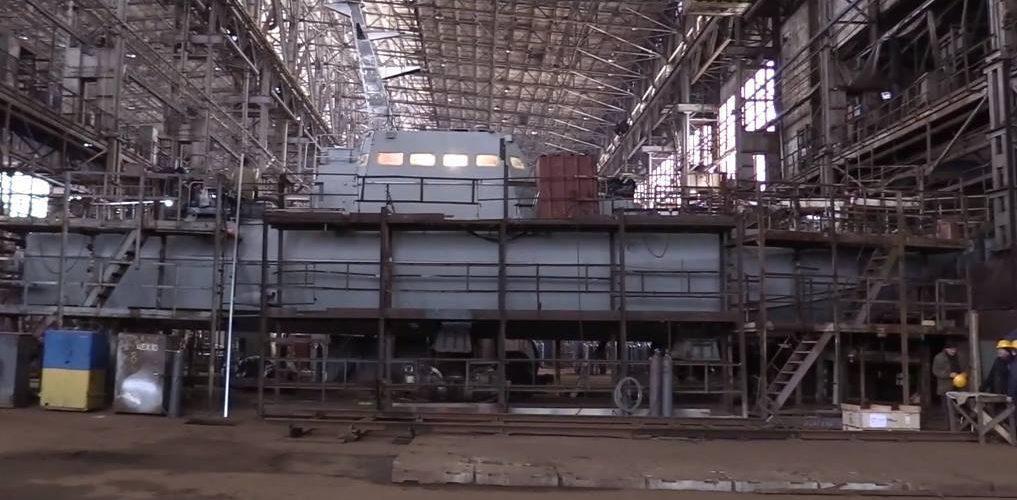 """Завод """"Кузня на Рибальському"""" спустив на воду артилерійський катер"""
