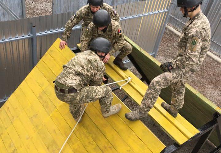 В 203-у Центрі підготовки сержантського складу ВМС побудували смугу реакції лідера