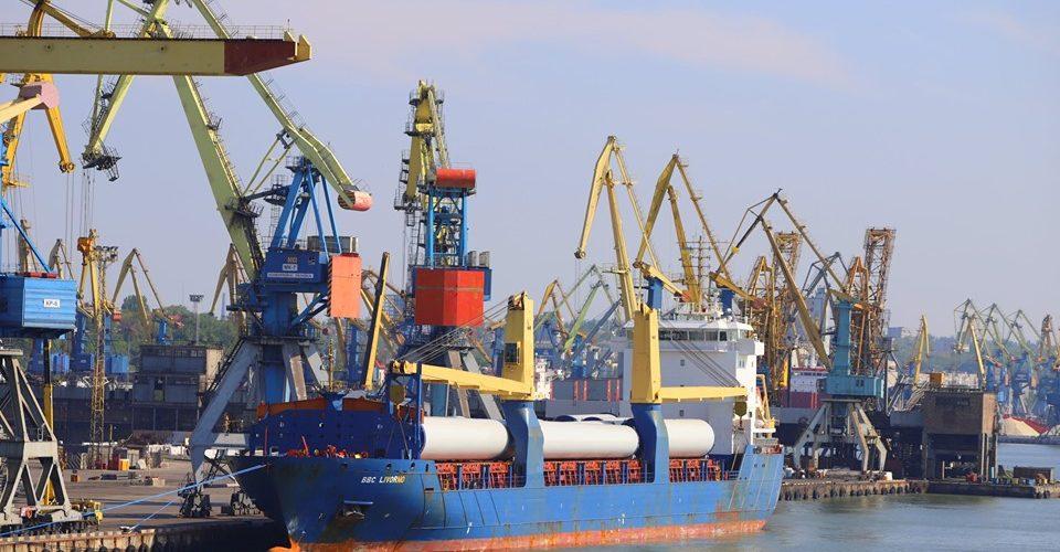 Маріупольский порт почав розвантаження комплектуючих для Орловcкой ВЕС