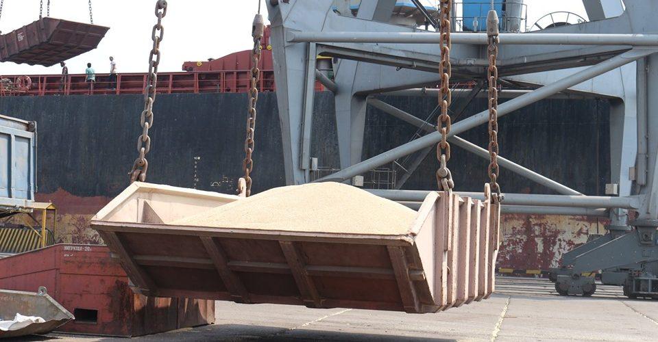 У Маріупольському порту почалася вантажопереробка зернових нового врожаю