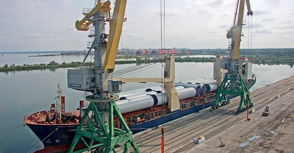 """Порт """"Ольвія"""" перевантажує вітроенергетичні установки для будівництва Мирненської ВЕС"""