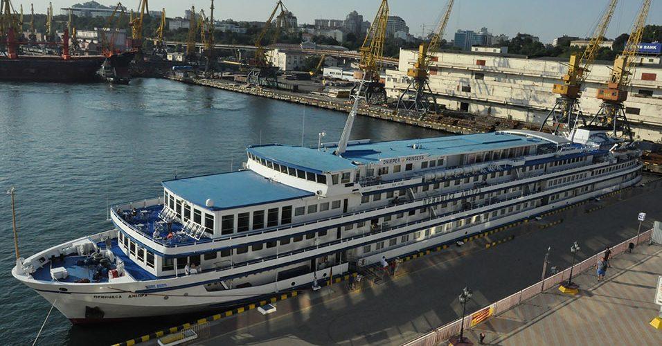 «Принцеса Дніпра» на Чорному морі – Одеський порт обслуговує десятий з початку навігації суднозахід річкового круїзного лайнера