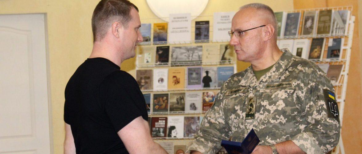 Начальник Генерального штабу вручив звільненим військовим морякам відзнаки