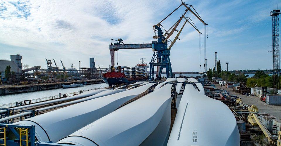"""Суднобудівний завод """"Океан"""" перевантажить 28 суден з комплектами вітрогенераторів для «Віндкрафт Україна»"""