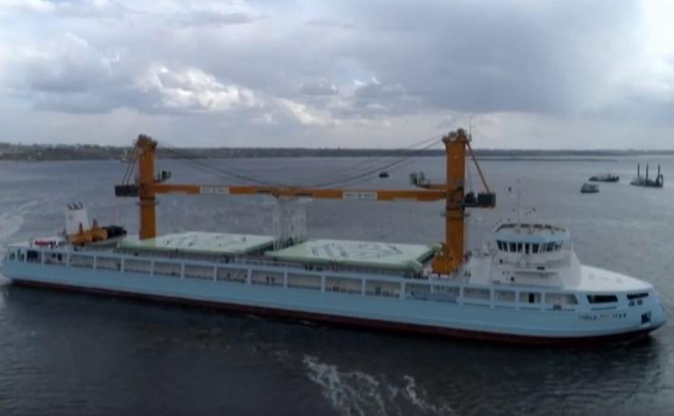 """На суднобудівно-судноремонтному заводі «Нібулон» cпустили на воду плавкран """"Nibulon Maх"""""""