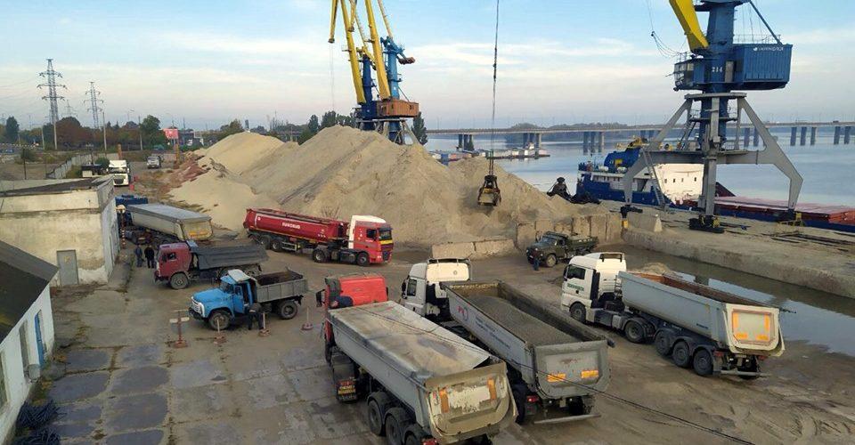 Дніпропетровський річковий порт збільшив перевалку завдяки періорієнтації на сировину з Туреччини