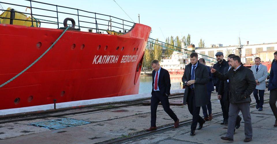 Маріупольське АМПУ просить внести зміни до тарифів на криголамне обслуговуванняв портах Азова