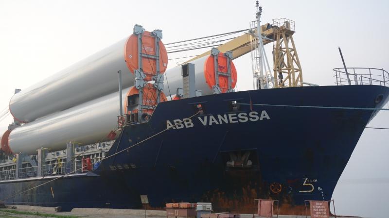 Бердянський порт за 10 днів прийняв 3 судна з комплектами вітроенергетичних установок
