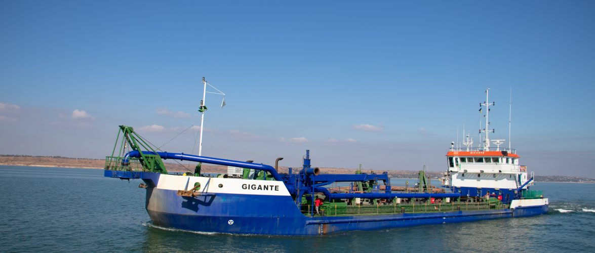 Маріупольський морський порт вдруге з початку експлуатаційного днопоглиблення збільшив прохідну осадку