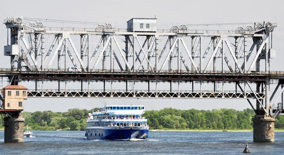"""АМКУ оштрафував на 760 тис.грн. """"Укрзалізницю"""" через відмову розвести мости на Дніпрі для пропуску судна"""