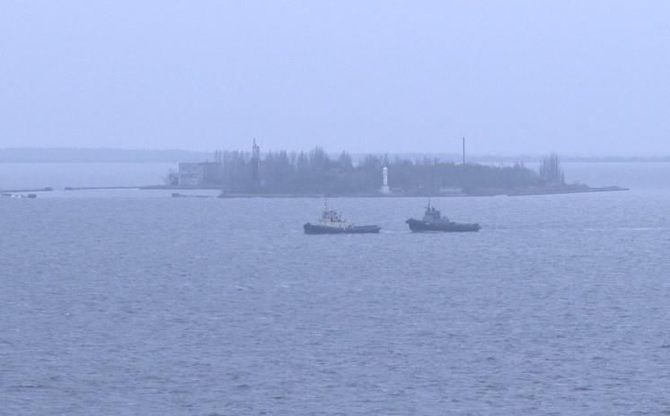 """Кораблі """"Нікополь"""", """"Бердянськ"""" та буксир """"Яні Капу"""" зайшли до очаківського військового порту (ФОТО)"""