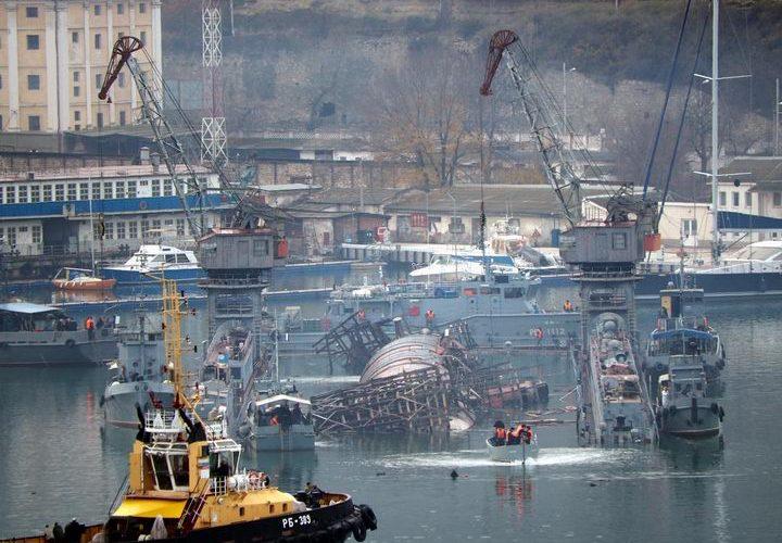 В окупованому Севастополі затонули російський плавдок та субмарина