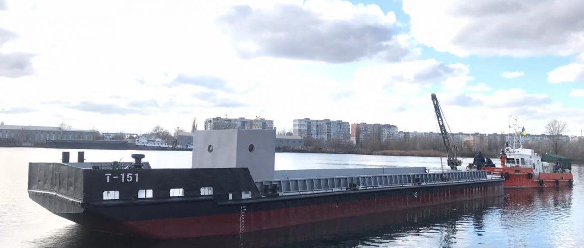 Держгідрографія знову відновила занедбане судно: баржу «Т-151» не ремонтували 40 років