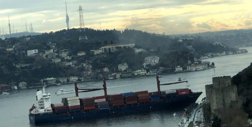 Туреччина тимчасово закрила Босфор через аварію контейнеровоза (ВІДЕО)