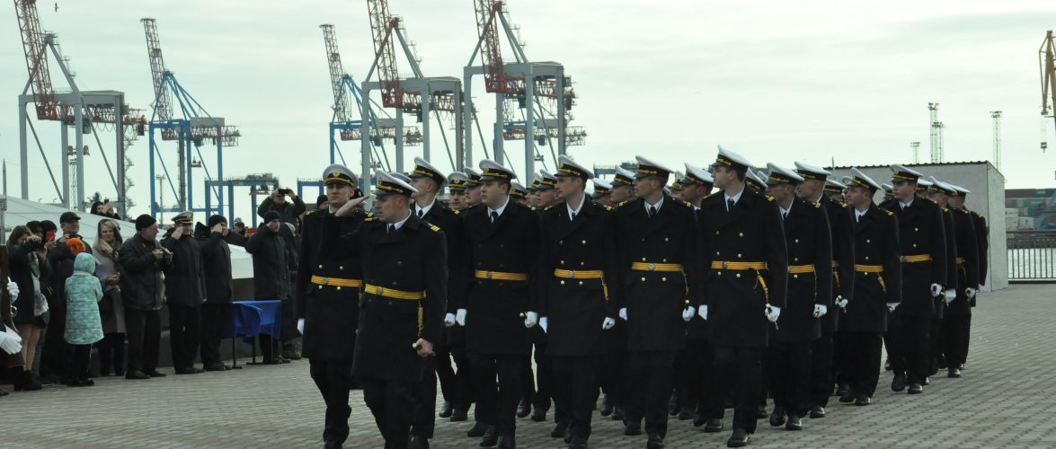 На території Одеського порту пройшли урочистості, присвячені випуску морських офіцерів