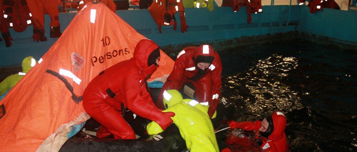 Морські прикордонники вдосконалювали вміння рятувати та рятуватися