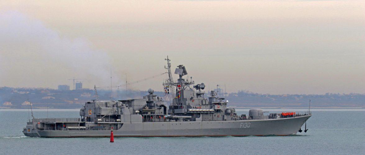 Флагман ВМС вийшов у море для навчань з американським ракетним есмінцем USS Ross