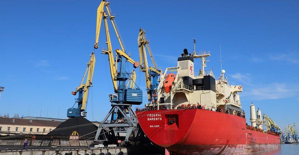 Через теплу погоду Маріупольский порт збільшив перевалку імпортних вантажів