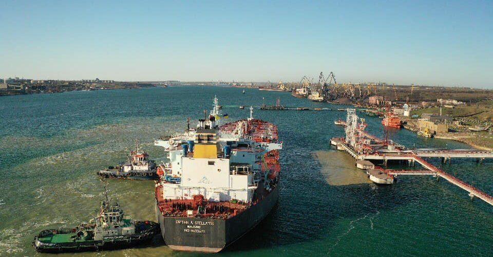 Укртранснафта розпочала прийом першого танкера з нафтою для Білорусі (ФОТО)