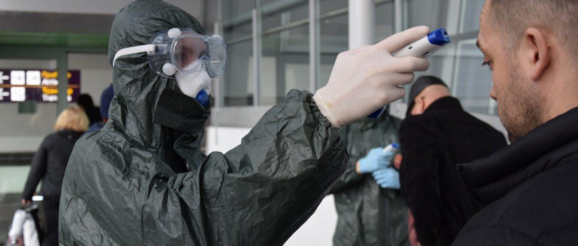 За добу в Україну в'їхало понад 15 тисяч осіб, у одного українця експрес-тест підтвердив COVID-19
