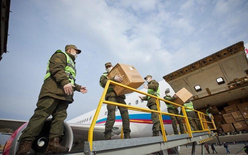 До Києва прибув літак з другою партією медичного вантажу з Китаю