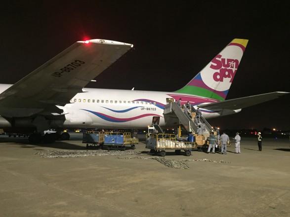 У Китаї завантажують черговий літак з партією масок і тестів для України, – МЗС