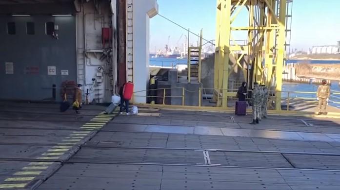 (ВІДЕО) До Чорноморську прибув паром з Туреччини з 35 українцями на борту