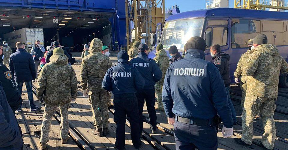 15 пасажирів парому Батумі-Чорноморськ відправили на обсервацію – Куций