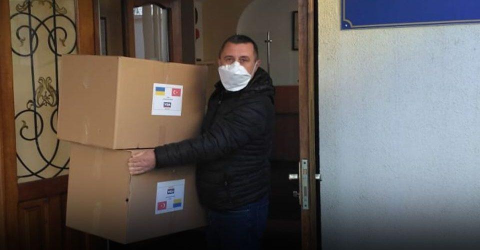 """Судноплавна компанія """"Укрферрі"""" доставила в Україну засоби індивідуального захисту з Туреччини"""