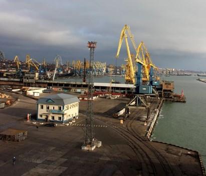 Жодних обмежень судноплавства в порт Маріуполя немає – мер Маріуполя