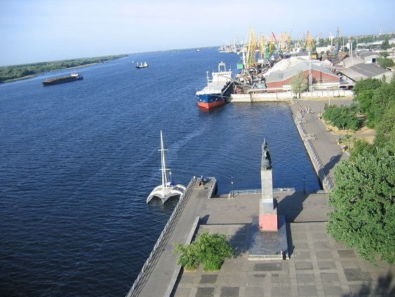 «Рівер Портс Едженсі» позивається до суду про визнання нечинними норми Обов`язкових постанов по морському порту Херсон щодо експлуатації якірних стоянок на рейді