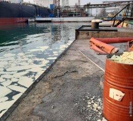 Відкрито провадження у справі стосовно забруднення в акваторії морського порту «Південний»