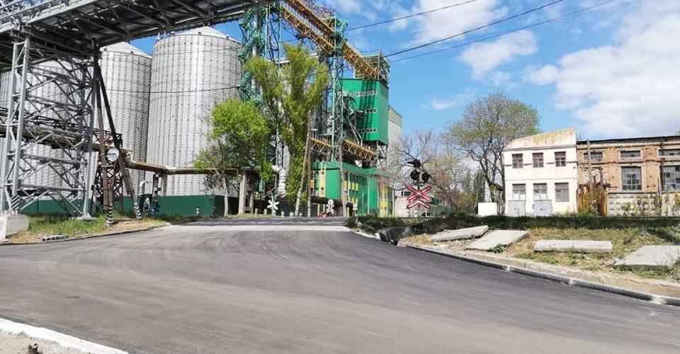 Відремонтовано аварійну ділякну дороги до порту Миколаїв на переїзді по вулиці 3-я Слобідська