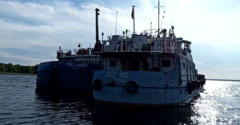 """Водна поліція в порту """"Херсон"""" викрила власника судна у незаконній господарській діяльності"""