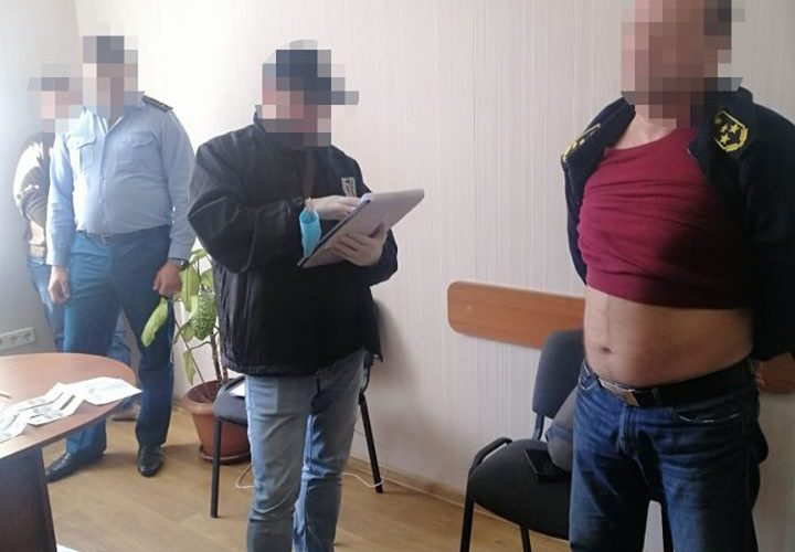 Державне бюро розслідувань повідомило про підозру двом посадовцям Одеської митниці за здирництво під час оформлення контейнерів