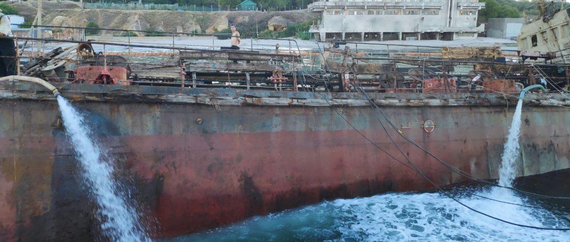 """Компанія """"Transship"""" проводить планові роботи на піднятому танкері """"Делфі"""""""