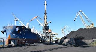 Метал, вугілля, глина, тріска деревини: державний стивідор «Чорноморськ» завантажений роботою