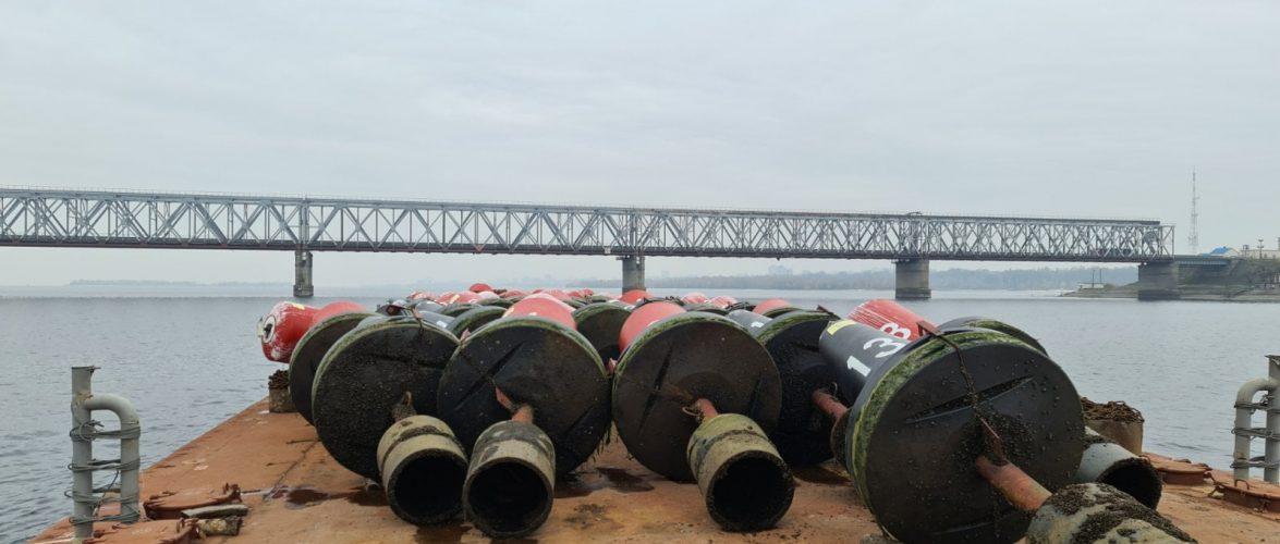 Завершено зняття сезонних плавучих засобів навігаційного обладнання на Кременчуцькому водосховищі.