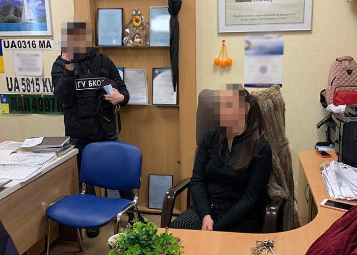 (ФОТО) Правоохоронці викрили хабарницьку схему у Морській Адміністрації