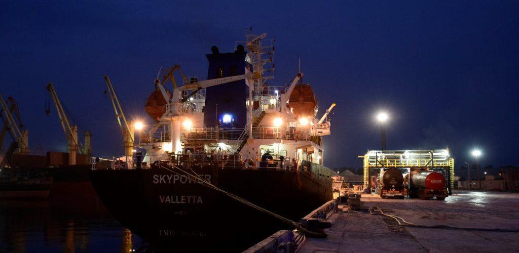 «Морський спеціалізований порт Ніка-тера» приступив до перевалки рідкого бітуму