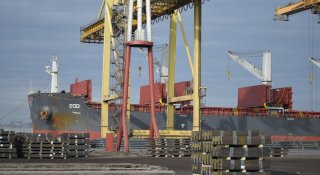 На першому терміналі ДП «МТП «Чорноморськ» здійснюється навантаження металопродукції на т/х «ECO»
