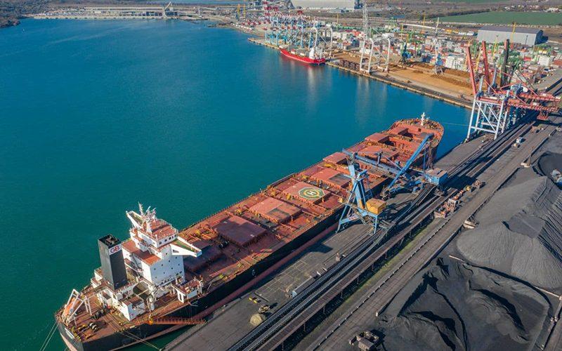 """Три балкери – """"гіганти"""" одночасно навантажуються в морському порту Південний. Приріст вантажообігу складе більше пів мільйона тонн"""