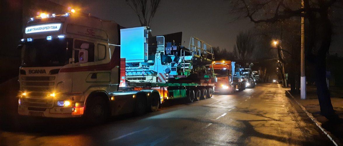 В Одеський порт заїхали тягачі з негабаритним обладнанням експортного призначення (фоторепортаж)