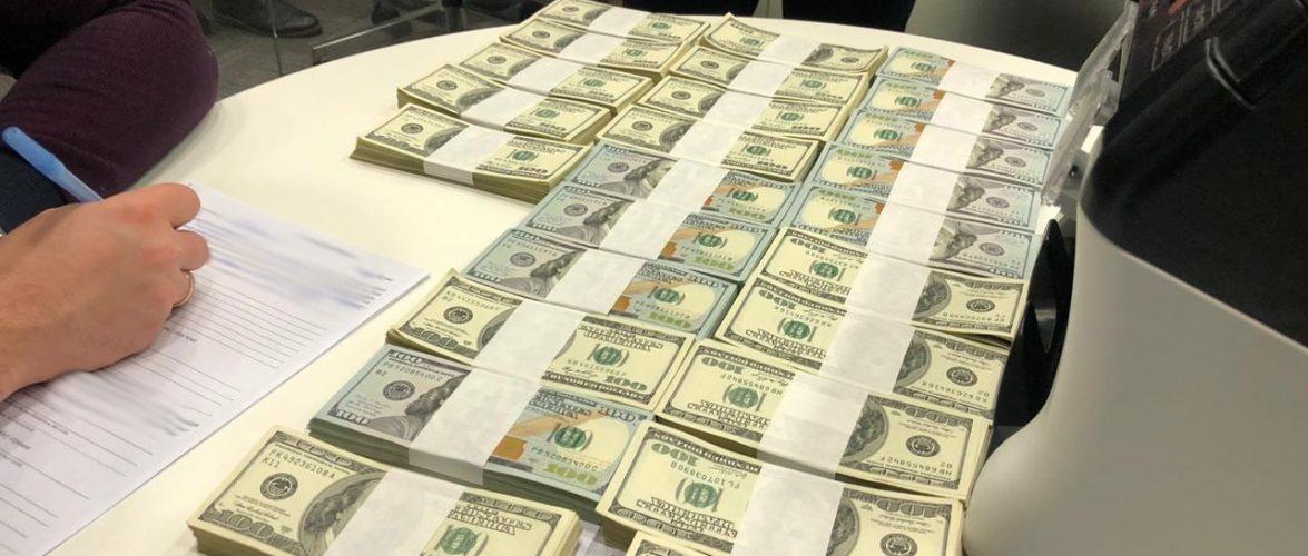 """НАБУ затримало одного з керівників ДП """"Морський торговий порт """"Чорноморськ"""" на хабарі $250 тис"""