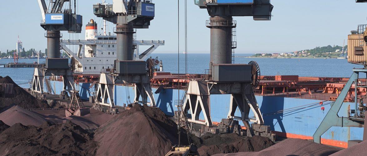 """Морський торговельний порт """"Южний"""" обробив 18-мільйону тонну вантажів з початку року"""