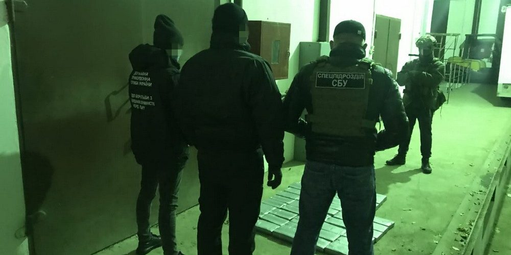 """СБУ затримала в порту """"Південний"""" партію кокаїну на 12 млн.долларів США"""