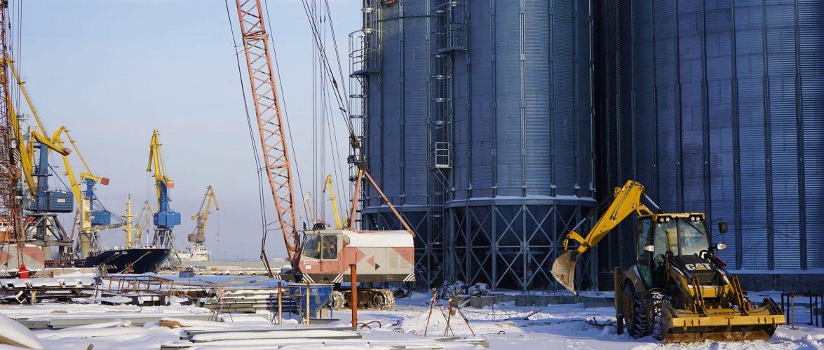 В Маріупольському порту продовжується будівництво першої черги зернового комплексу.