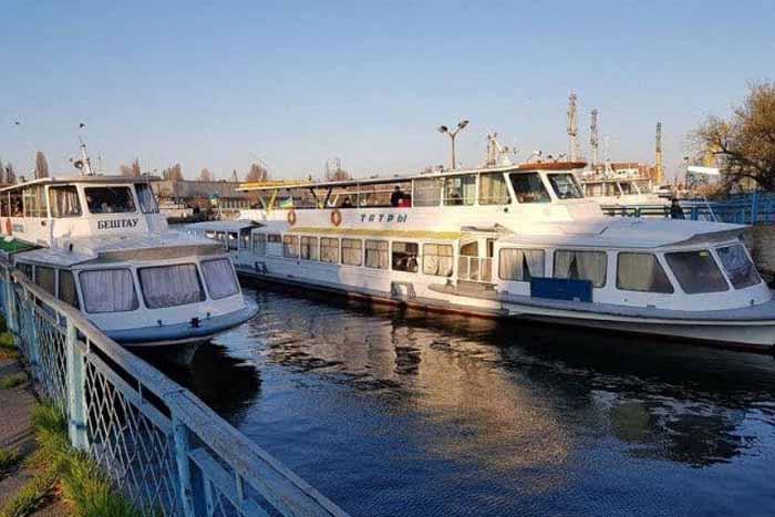 Херсонська міськрада та«Адміністрація річкових портів» підписали нову угоду про оренду теплоходів