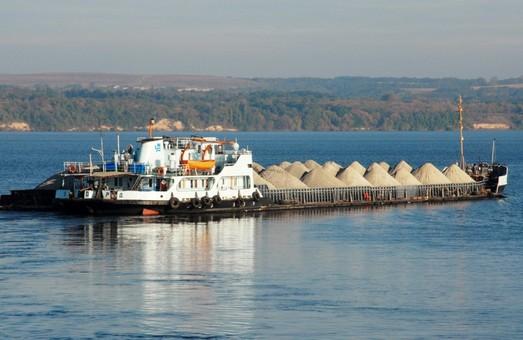 362 тис. тонн вантажів перевезено по Дніпру у січні 2021 р.